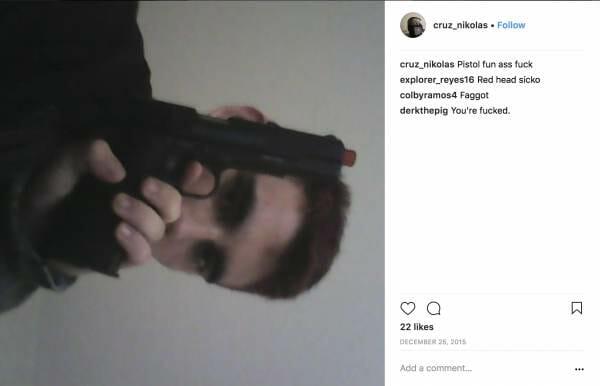 Nikolas Kruco kun pistolo