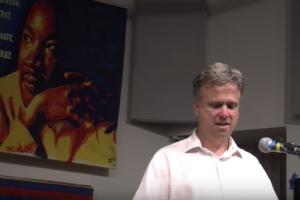 David Swanson en el Centro de Recursos para la No Violencia, octubre 12, 2018