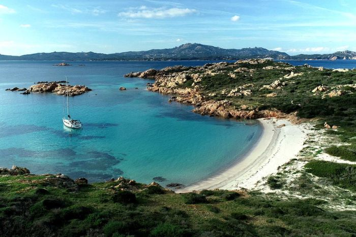 PHOTO: Sardinia is known for its stunning scenery and pristine beaches. (Foreign Correspondent )