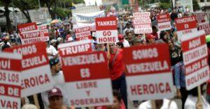 Regierungsvertreter nehmen an einer Kundgebung gegen den US-Präsidenten Donald Trump in Caracas, Venezuela, in 2018 teil. (Foto: Ueslei Marcelino / Reuters)