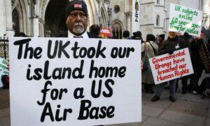 Manifestantes de la base militar de Chagossian