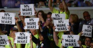 keine kriege mehr protestieren zeichen