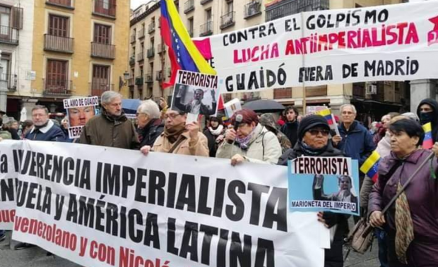 Protesters greet Guaido in Spain outside of Foreign Ministry, January 22, 2020.