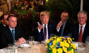 Dictadores en una mesa