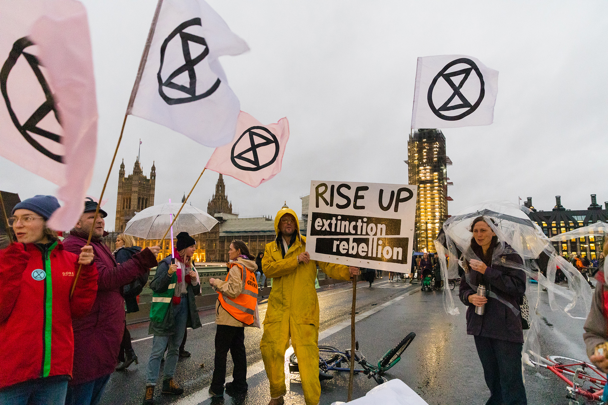 xtinction Rebellion protesters rally on Westminster Bridge in London, Britain, after an action at the nearby Ministry of Defence (MOD) headquarters, 7 October 2019. (Photo: EPA-EFE / Vickie Flores)