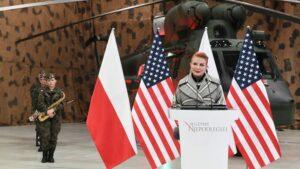 Ambasadoro de Usono de Usono al Pollando, Georgetta Mosbacher, parolu al polaj trupoj en Nowy Glinnik, Pollando, 05 decembron 2018. [EPA-EFE / GRZEGORZ MICHALOWSKI]