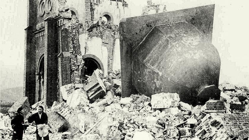 Las ruinas de la iglesia cristiana de Urakami en Nagasaki, Japón, como se muestra en una fotografía fechada el 7 de enero de 1946.
