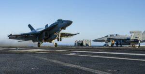Avión de guerra en portaaviones